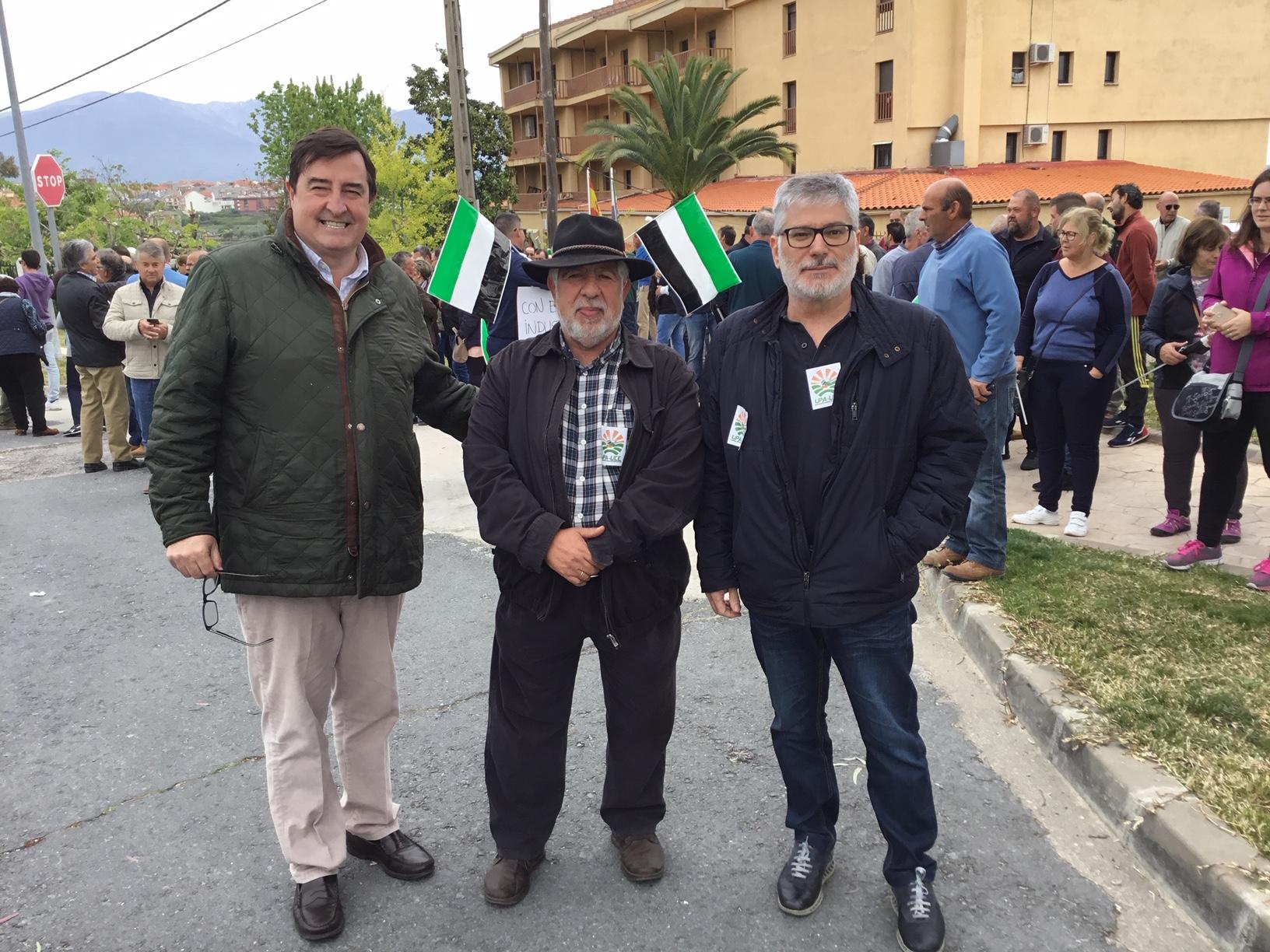 Ángel García Blanco, presidente de Asaja Extremadura, Jesús María Jiménez y José Cruz, de UPA-UCE