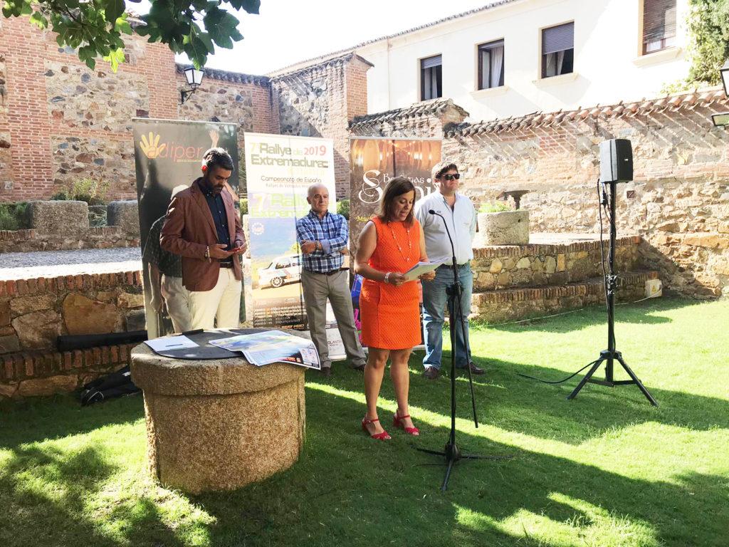 Presentado el Rallye de Extremadura Histórico en el Palacio de Carvajal de Cáceres