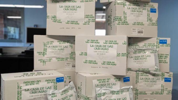 Los empleados de La Casa de las Carcasas donan 25.000 MASCARILLAS